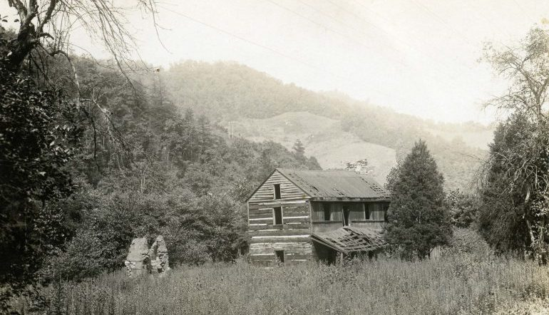 vintage photo of a wood house in rural North Carolina