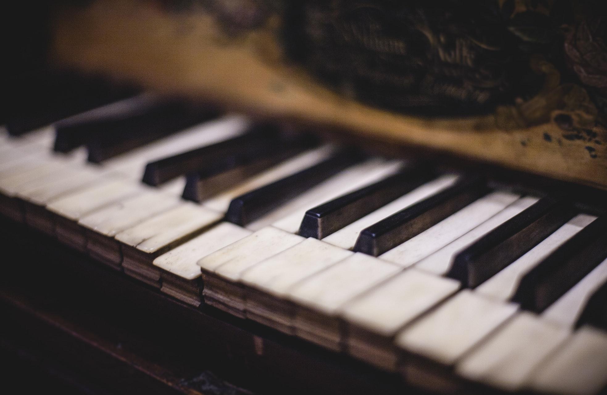A close-up photo of askew piano keys.