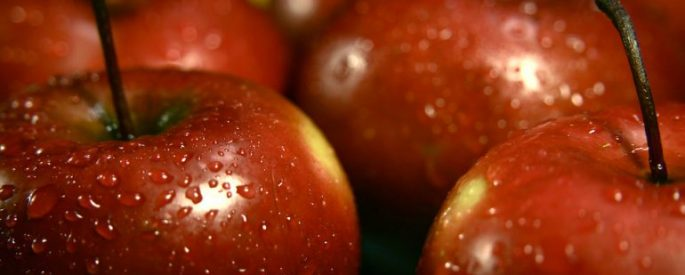 photo of a bunch of apples with moisture and condensation