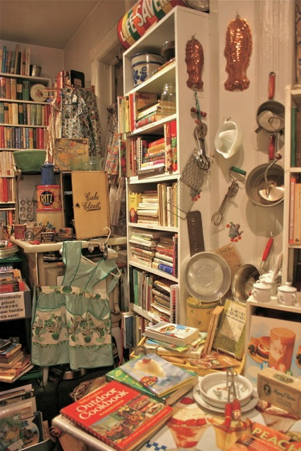 Bonnie specializes in antiquarian and out-of-print cookbooks. She carries vintage housewares too.