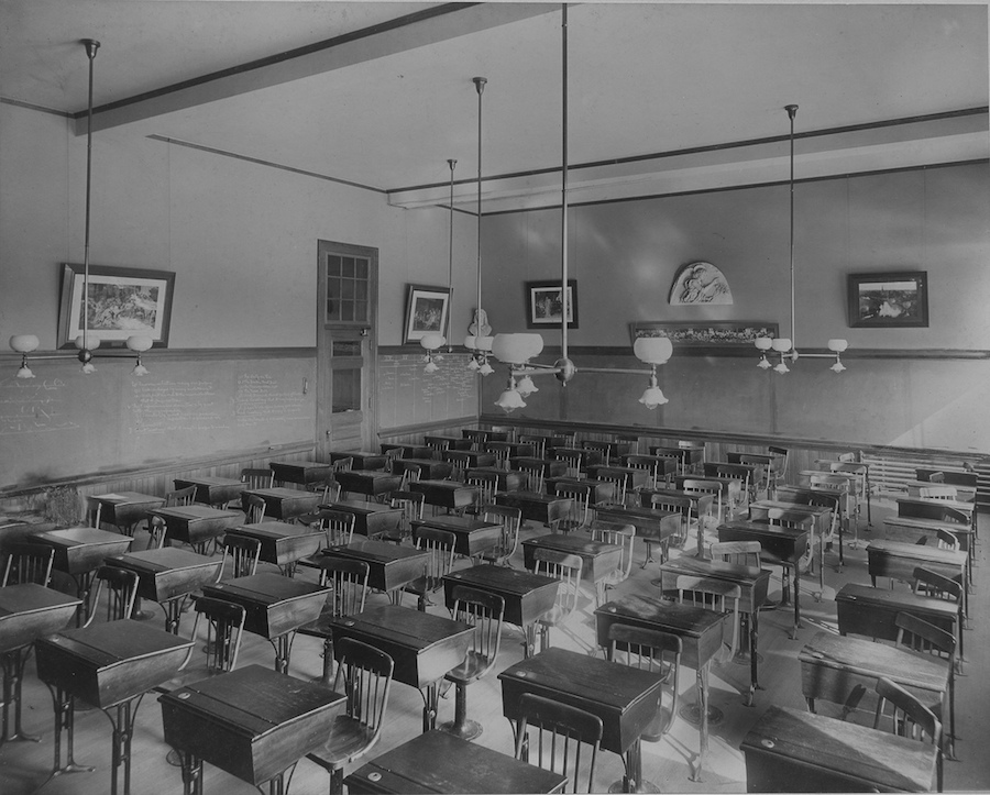 Black and white picture of an old classroom.