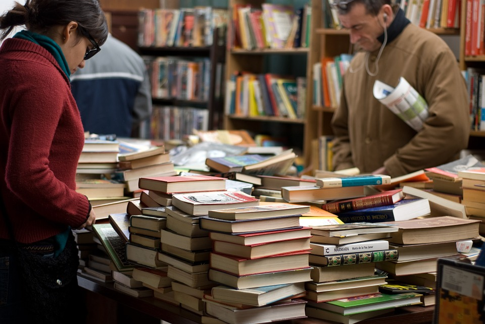 Picture of people browsing through an used book bookstore