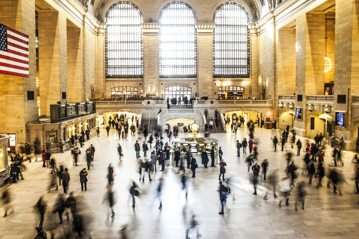 Picture of people walking through Grand Central Station in New York