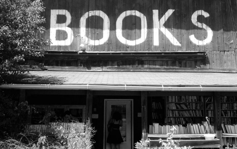 Black and white picture of a bookstore exterior