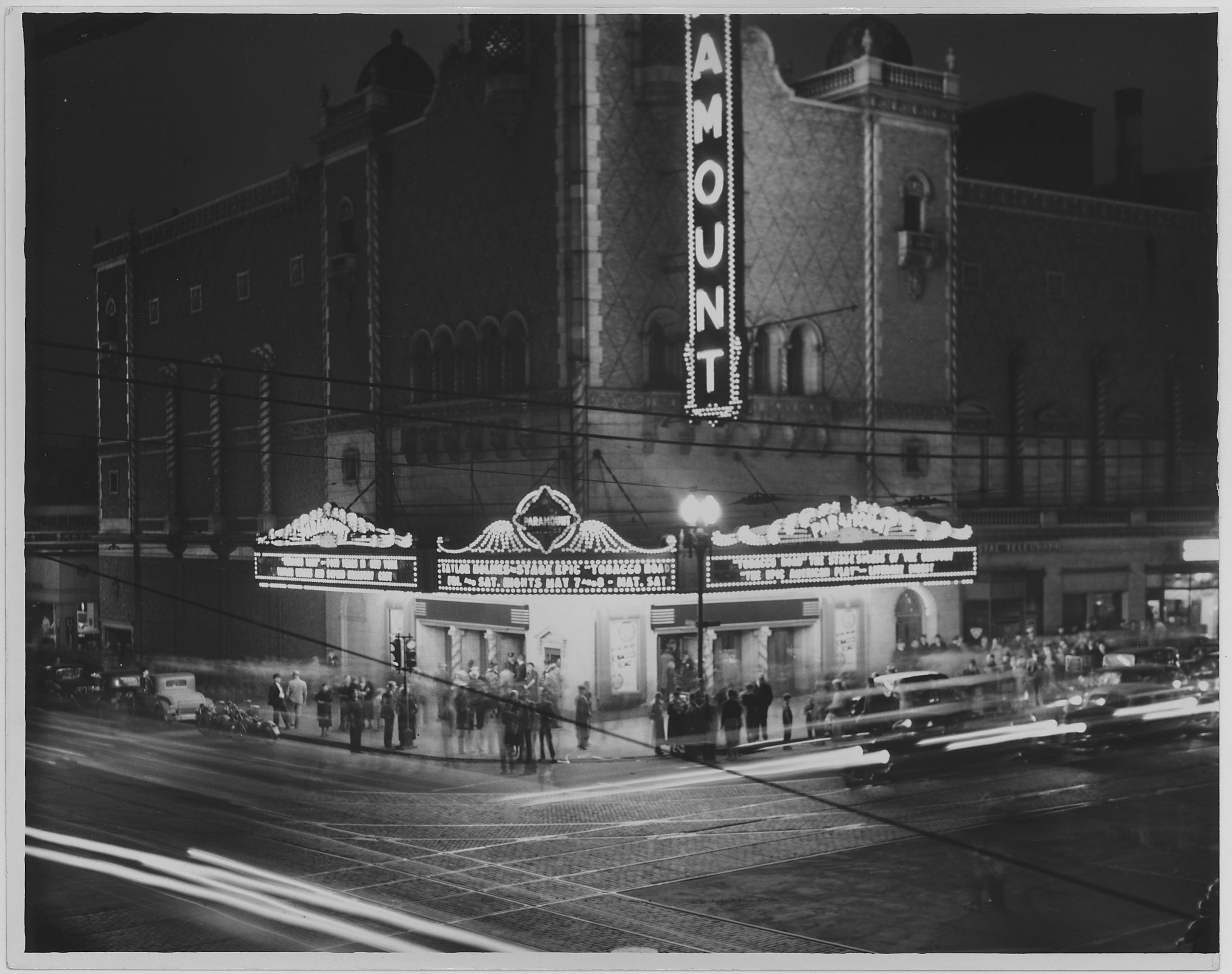Black and white picture of the Paramount Theater, Omaha