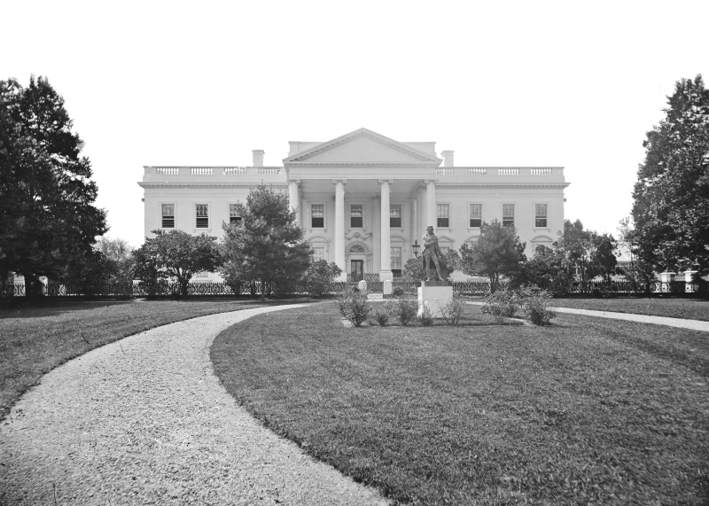 Old black and white picture of the White House