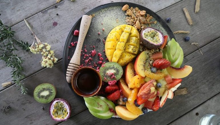 A plate with a variety of fruits in it.