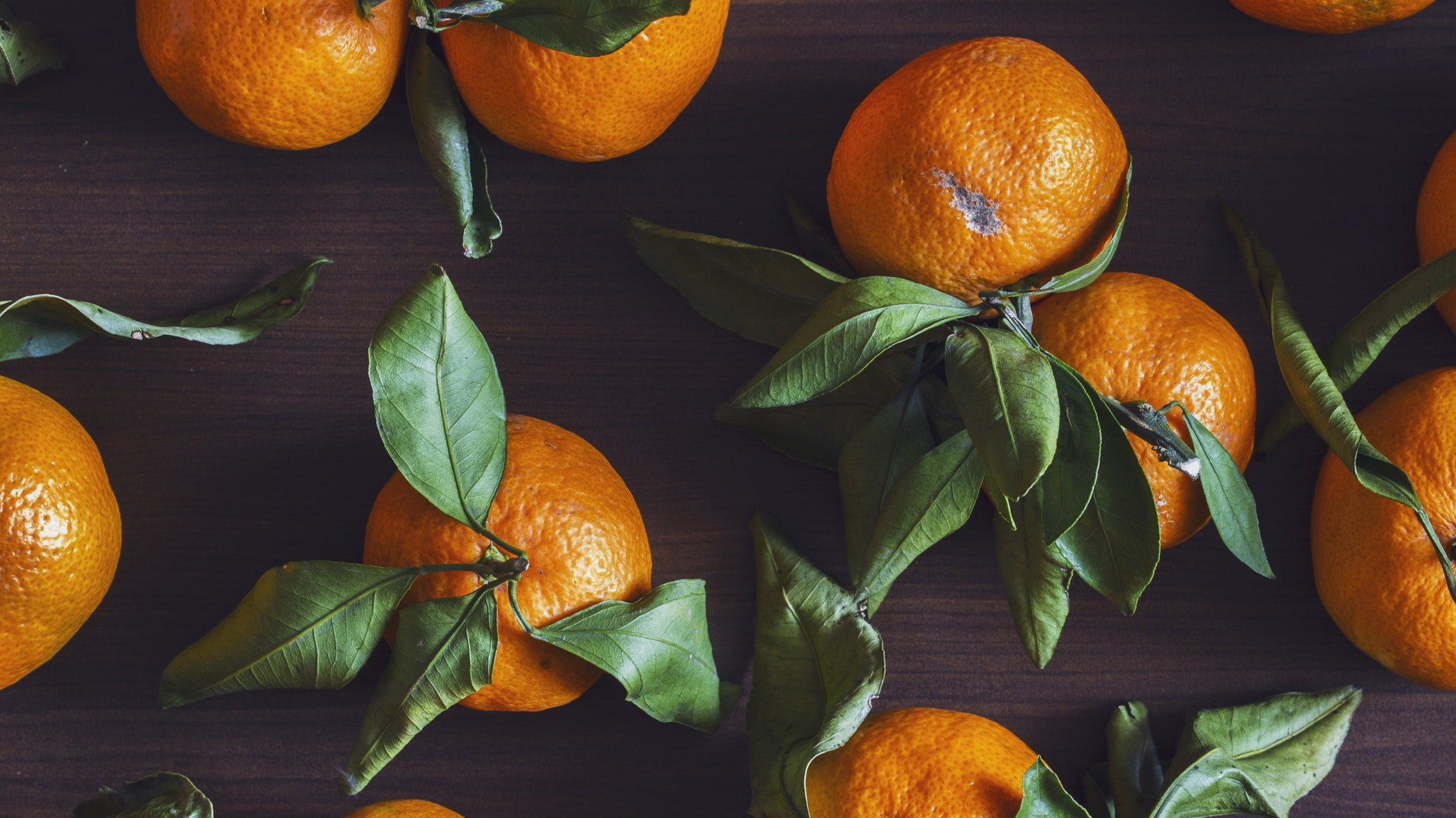 Picture of some oranges on top of a table