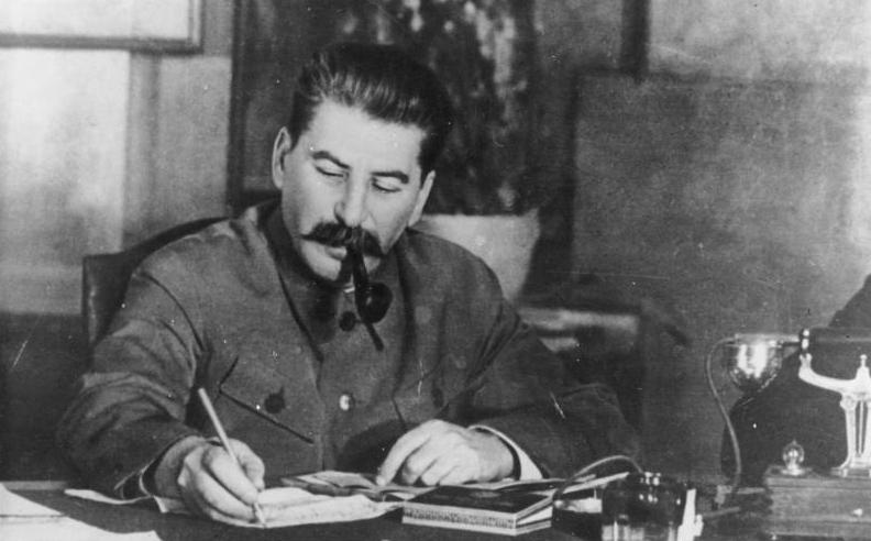 Picture of Josef Stalin writing a letter.