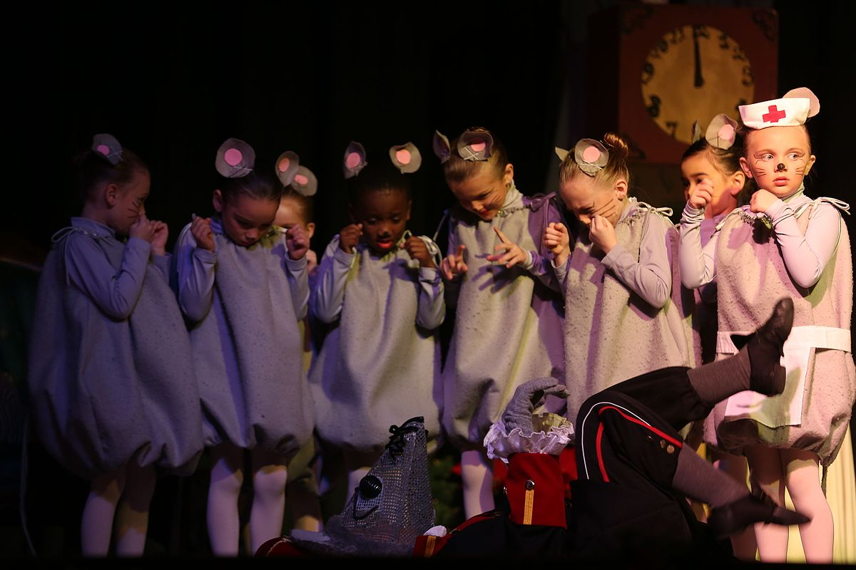 New_Bern_Ballet_Company_spreads_Christmas_cheer,_performs_-The_Nutcracker-_141206-M-GY210-665