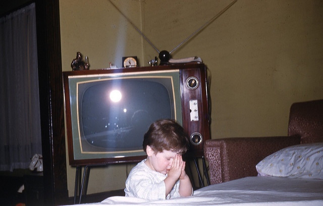 praying-by-television