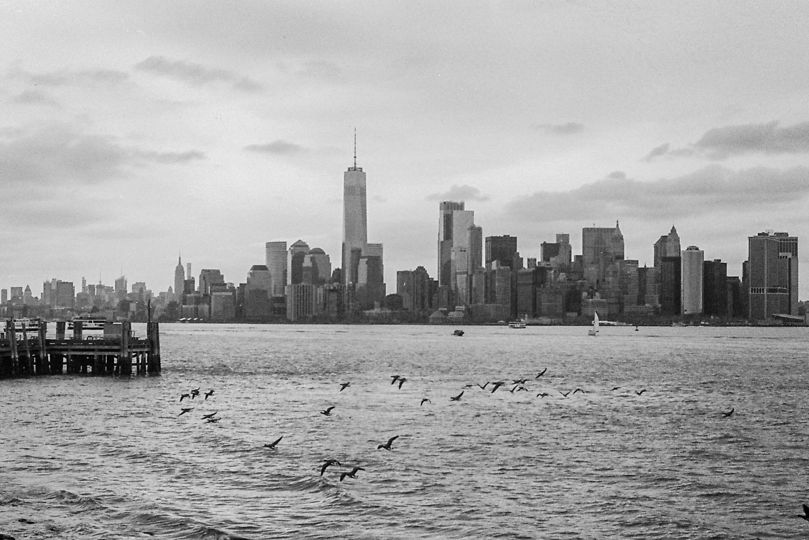 A gray view of Manhattan from Brooklyn.