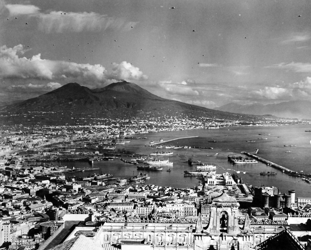 a photograph of Naples, Italy from 1943