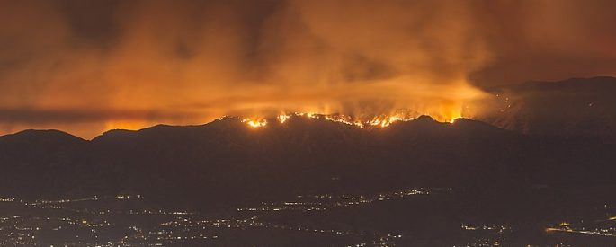 image shows the La Tuna fire above the nighttime city limits of Los Angeles